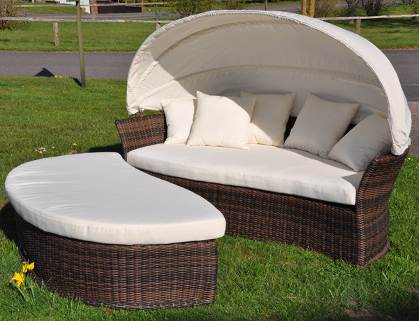Die Venus Lounge mit in Cubu Croko mit aufgeklapptem Sonnenverdeck